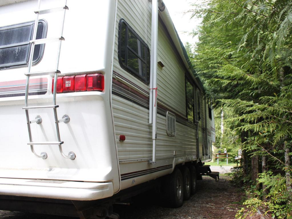 Hello! I have a 1993 Nomad 35' with 2 slides in very bad shape i will be fixing-05.jpg